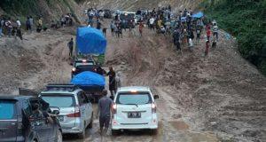 """Warga Diduga """"Manfaatkan"""" Kondisi Jalan Rusak, Ketua DPRD : Saya Akan Perintahkan Komisi II Untuk Turun Pantau"""