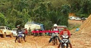 Diguyur Hujan , Jalan Trans Sulawesi Rusak Parah