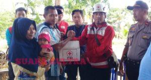 Beri Bantuan Kemanusiaan Kepada Korban Bencana, PMI Kolaka Libatkan Polsek Wawotobi