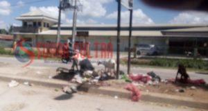 Sampah Kembali Berserakan di Sekitar Pasar Laino
