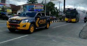 Polres Kendari Gelar Penyemprotan Disinfektan di Jalan Raya dan Sosialisasi Maklumat Kapolri