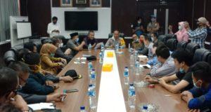 Pertemuan Dengan PT VDNI Menemui Jalan Buntu, Warga Tiga Desa Kembali Melakukan Aksi Pemalangan