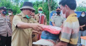 Beri Bantuan Sembako ke Korban Puting Beliung, Kery Janji Bangunkan Rumah