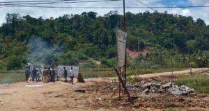 Tagih Janji PT LMI , Warga Desa Tongauna Tutup Jalan Tambang